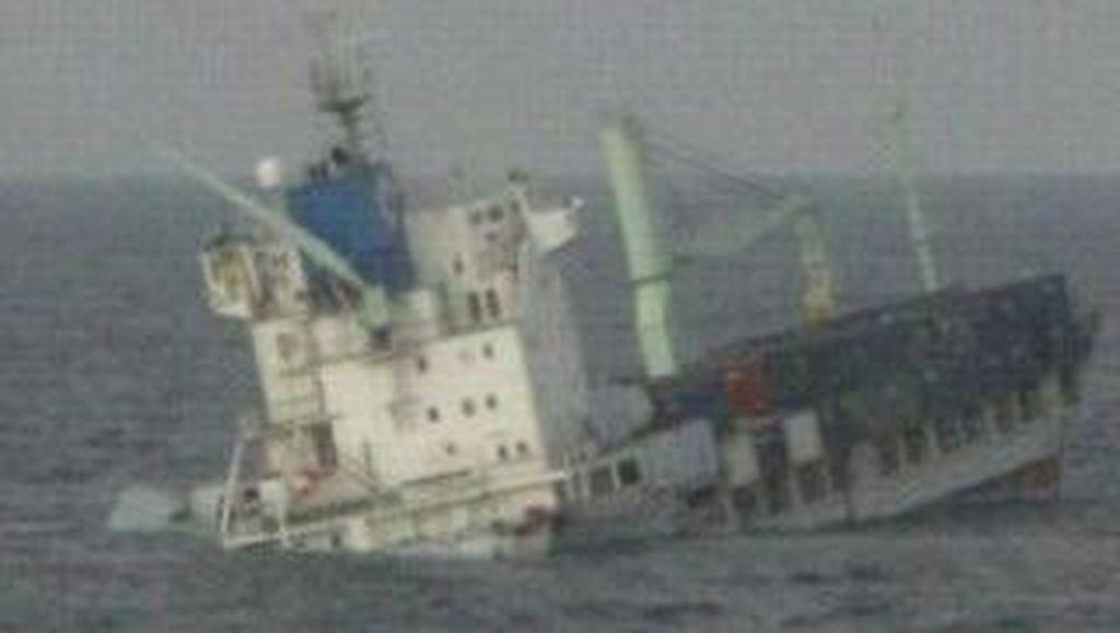 Kapal Kontainer Tenggelam di Masalembo, 2 Kru Dikabarkan Hilang