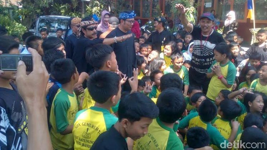 Pekik Histeris Siswa SD Saat Dikejutkan Ridwan Kamil