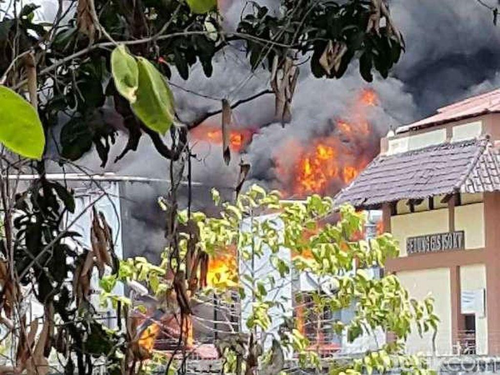 Cerita Warga Dengar Ledakan di Kebakaran Gardu Listrik Kembangan