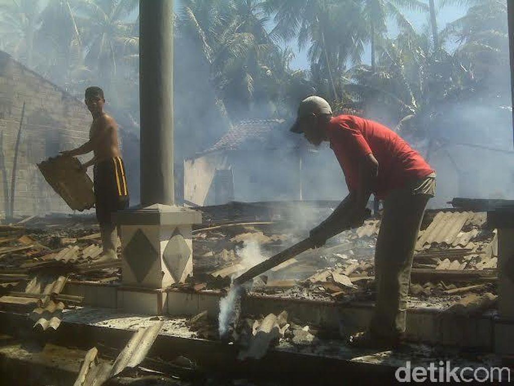 Korsleting, Tiga Rumah Hangus Terbakar
