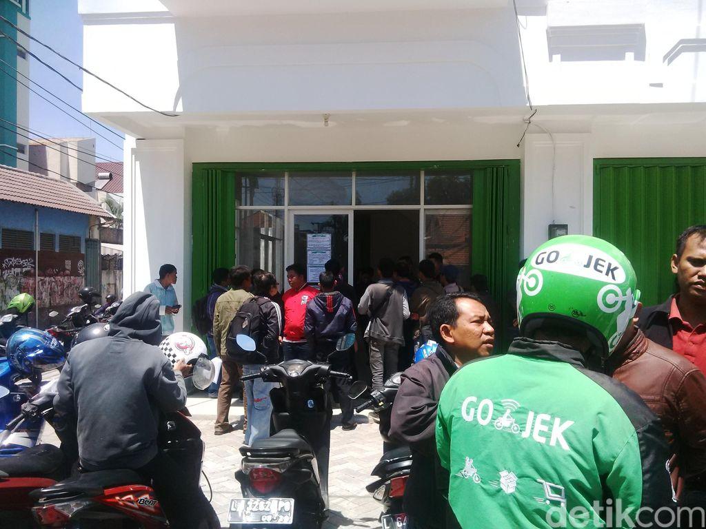 Go-Jek di Surabaya Masih Dibanjiri Pelamar, Seperti ini Antreannya