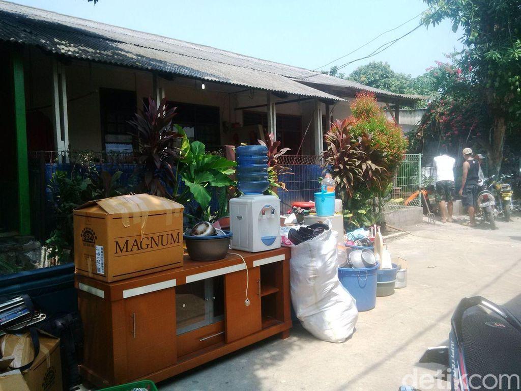 Situasi Kondusif, Relokasi Warga Kompleks Kodam Cibubur Dibantu TNI