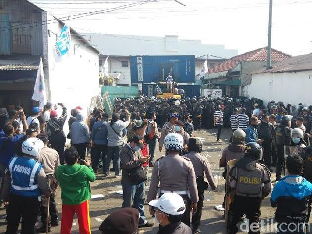 Eksekusi PT Cinderella Berlangsung Ricuh, Polisi dan Wartawan Terluka