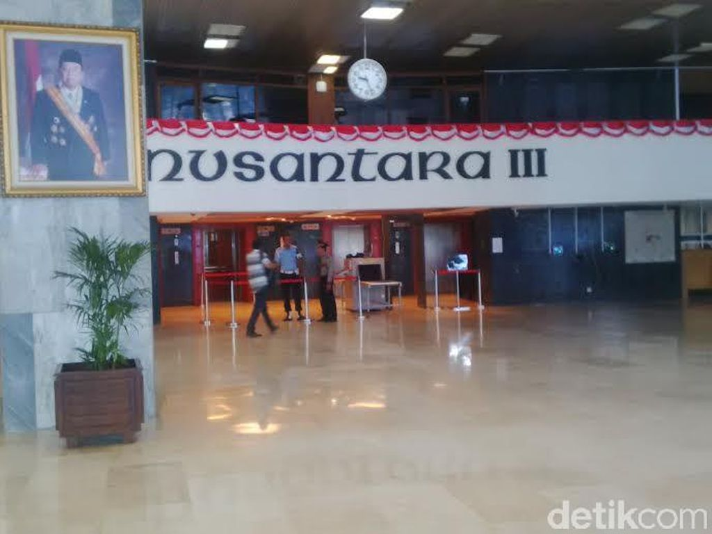 Karpet Merah di Gedung Nusantara III DPR Akhirnya Digulung