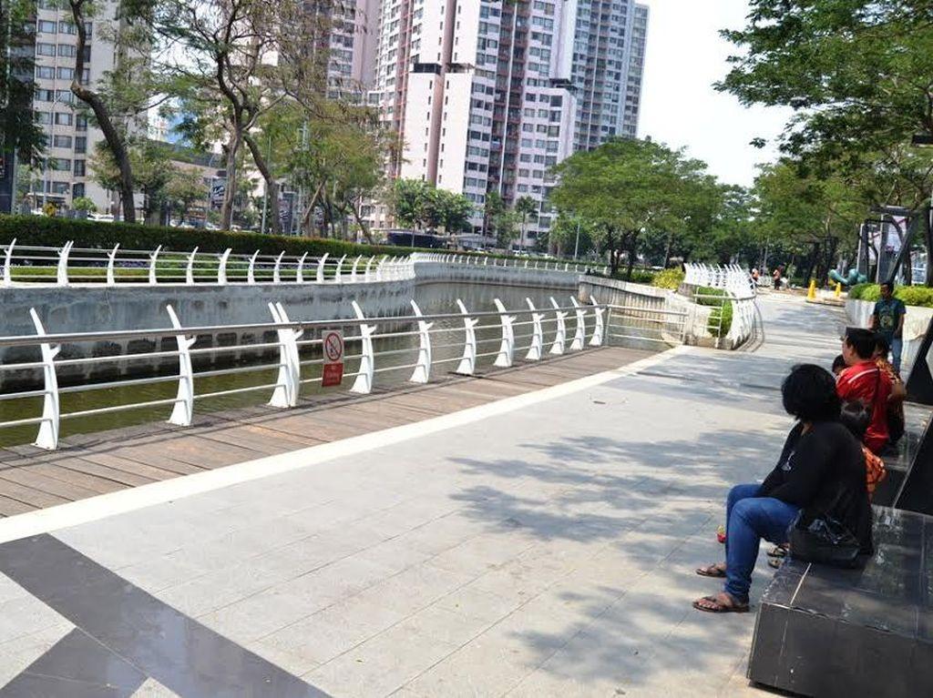Sungai Keren dan Bersih di Jakarta ini Kerap Jadi Tempat Nongkrong Orang Kantoran