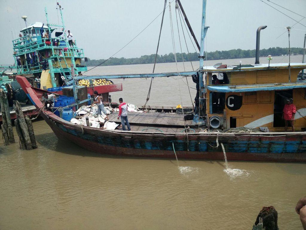 Kapal Berisi 100 WNI Tenggelam di Malaysia, Begini Suasana Evakuasinya