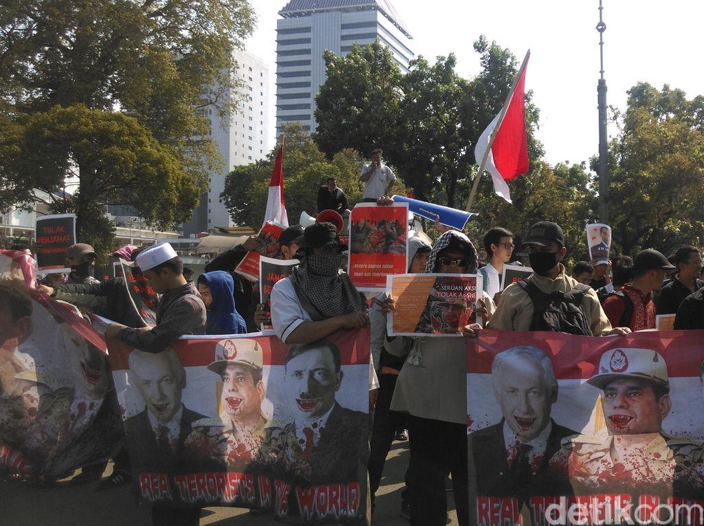 Massa Protes Kedatangan Presiden Mesir