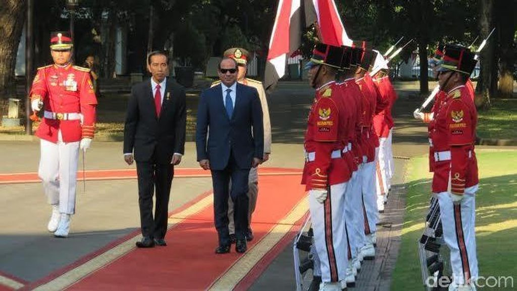 Presiden Mesir Al-Sisi Disambut Presiden Jokowi di Istana Merdeka
