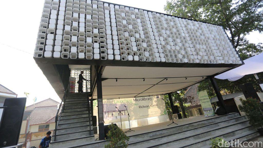 Unik, Perpustakaan di Bandung Dibuat dari 2.000 Ember Bekas Es Krim