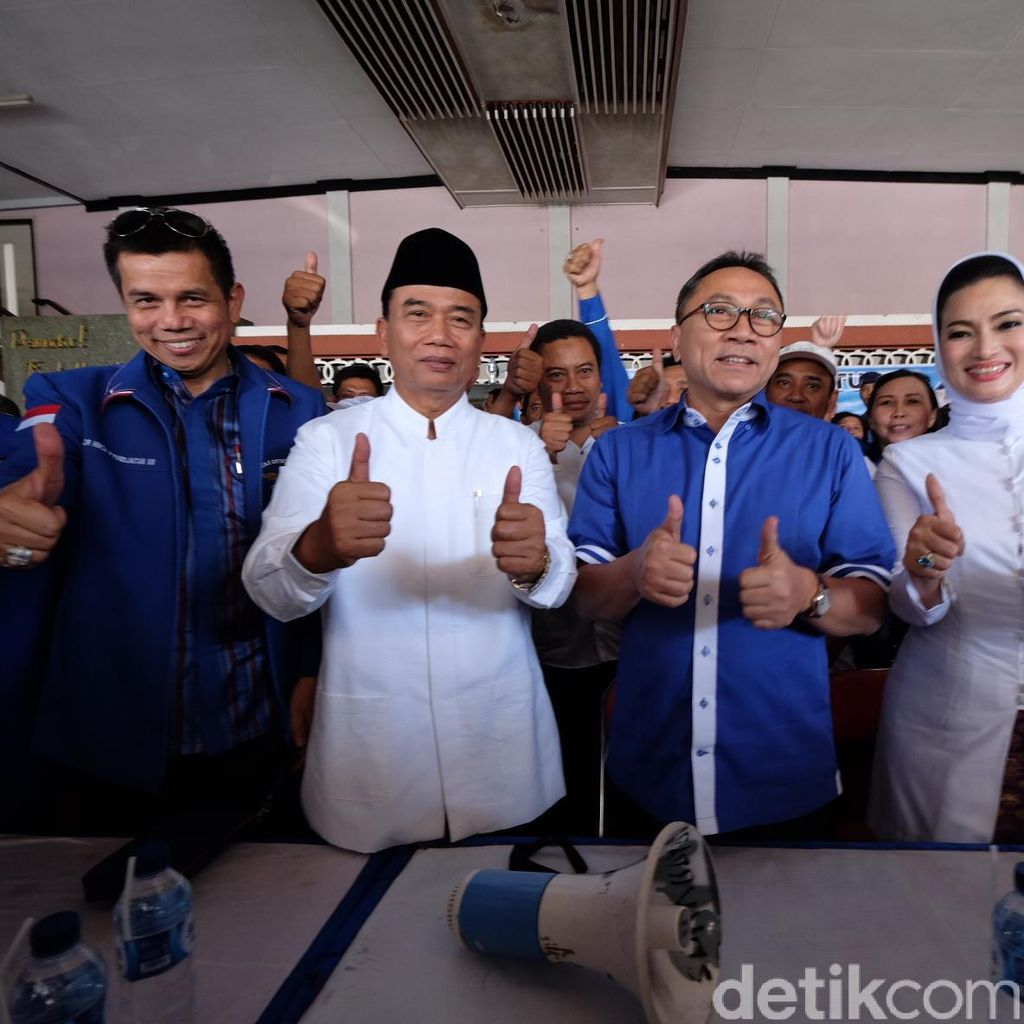 Materi Spanduk Kampanye Pilwalkot Surabaya Disoal, Kubu Rasiyo Meradang