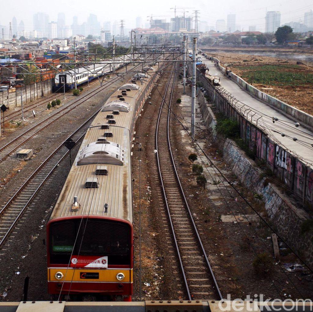 Ada Lokomotif Mogok, Kereta Perjalanan Tanah Abang-Serpong Terganggu