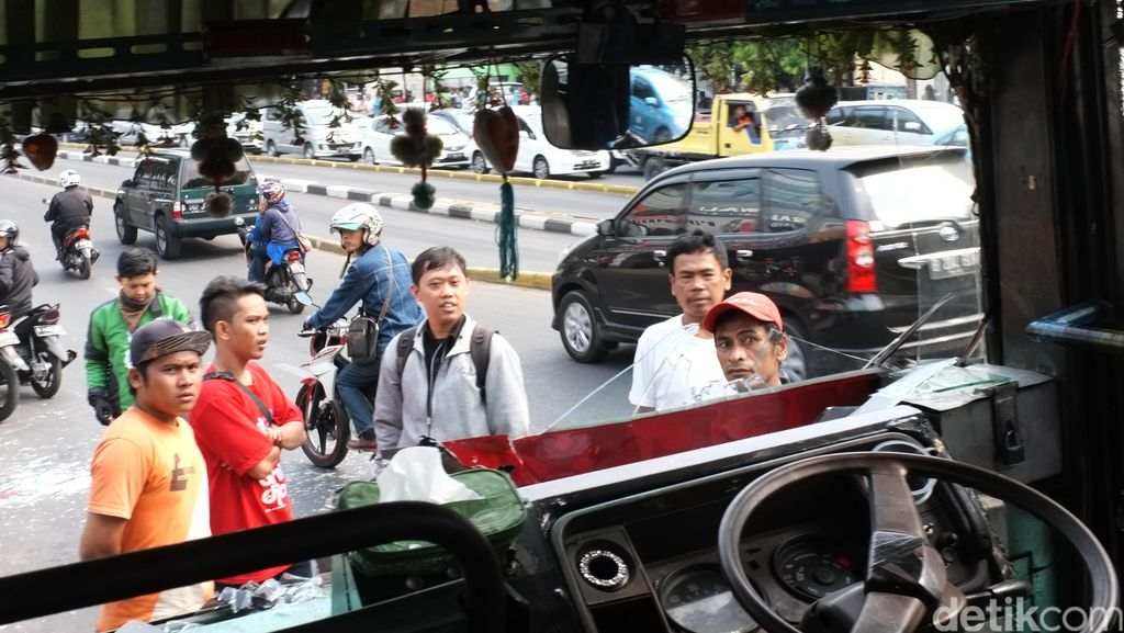 Penyeberang Jalan yang Ditabrak Kopaja P20 di Warung Buncit Sudah Siuman