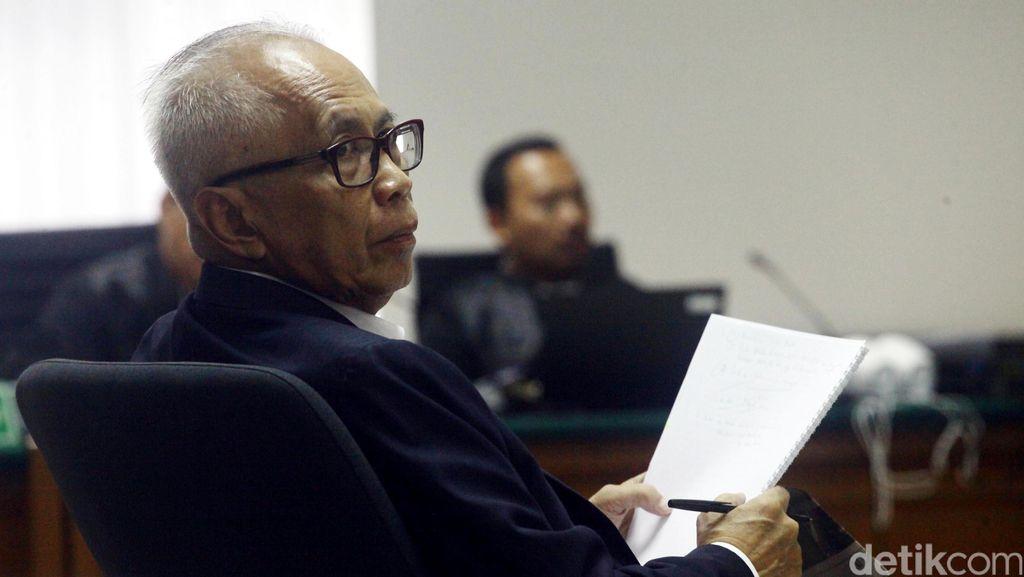 Hakim PTUN Tripeni Diberi Ribuan Dolar Langsung dari OC Kaligis