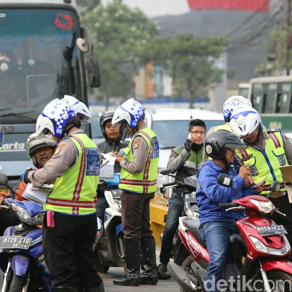 Selama Sebulan, 73 Driver Ojek Online Ditilang Polisi karena Langgar Lalin