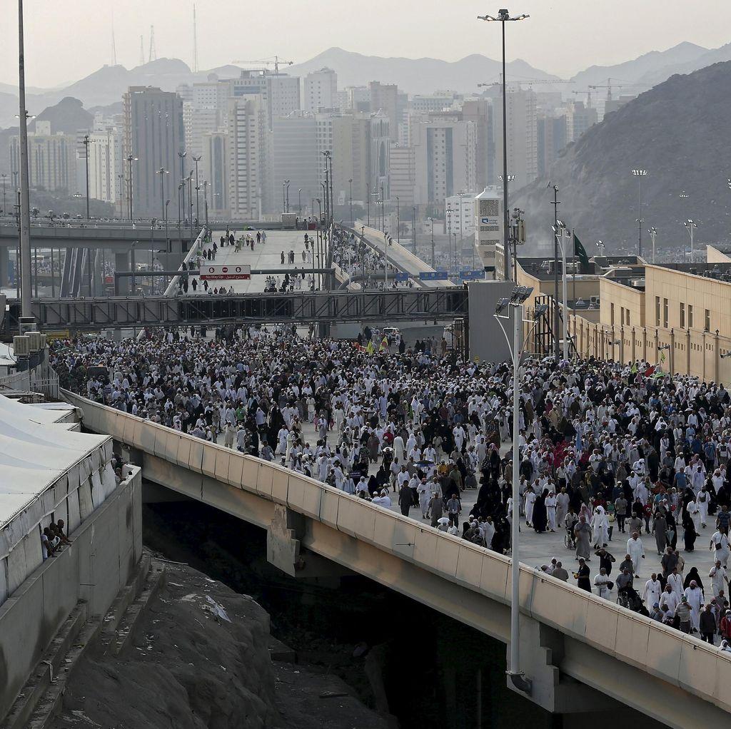 Pesawat Pertama Bawa 104 Jenazah Korban Tragedi Mina Tiba di Iran