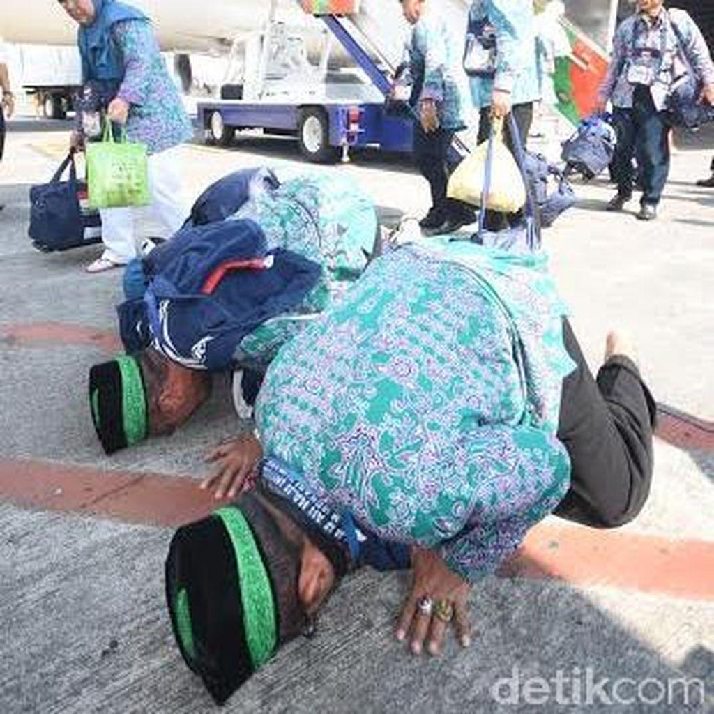 Jemaah Haji Kloter 1 dan 2 Embarkasi Surabaya Tiba di Surabaya