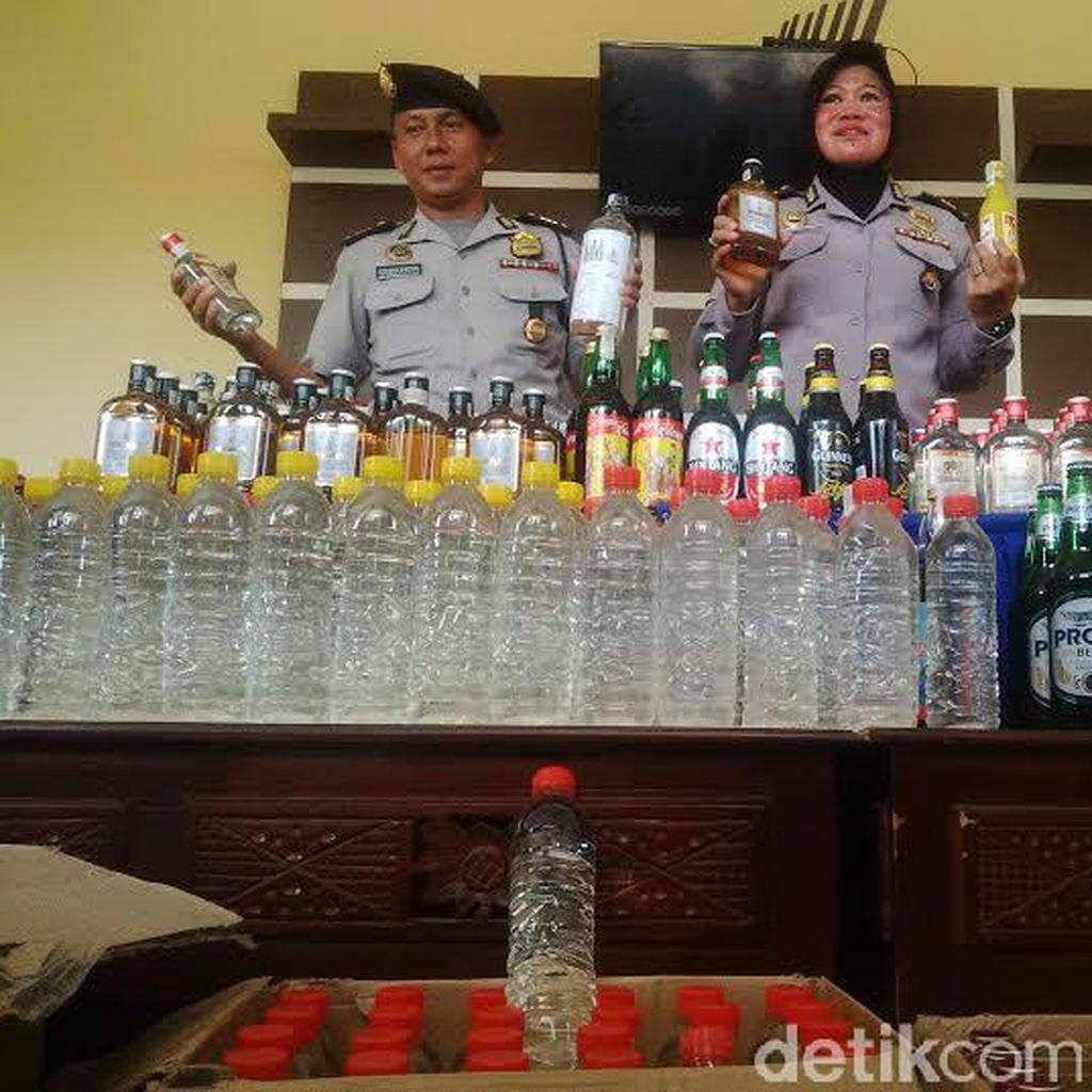 Miras Ilegal Masih Banyak Beredar di Surabaya, 604 Botol Disita