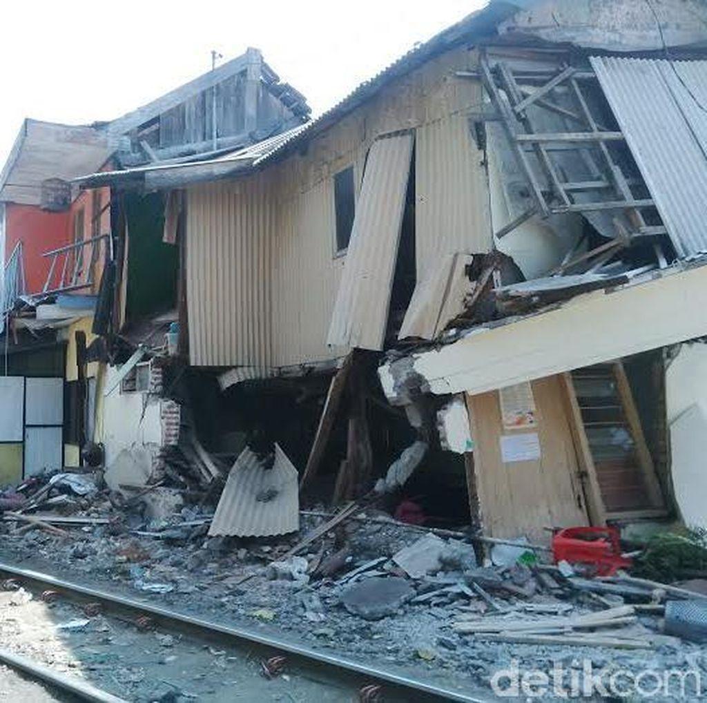 Rumah Rusak Akibat Kereta Anjlok Bangunan Liar, PT KAI Enggan Beri Ganti Rugi