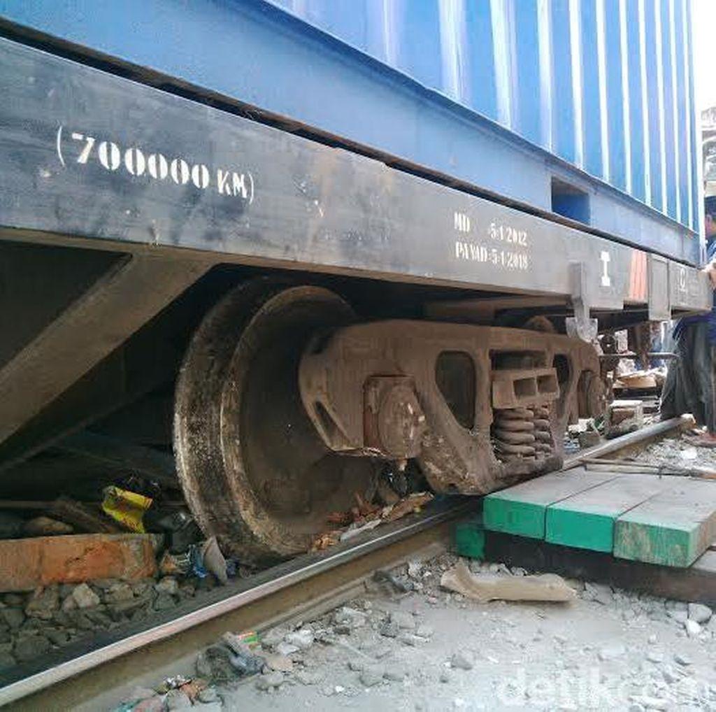 Lebih Dari 14 Jam, Kereta Barang Anjlok Dapat Dievakuasi