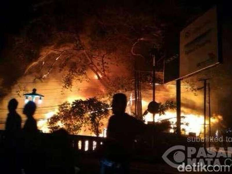 Kios Terbakar di Jalan Tamansari Bandung, 15 Unit Damkar ke Lokasi