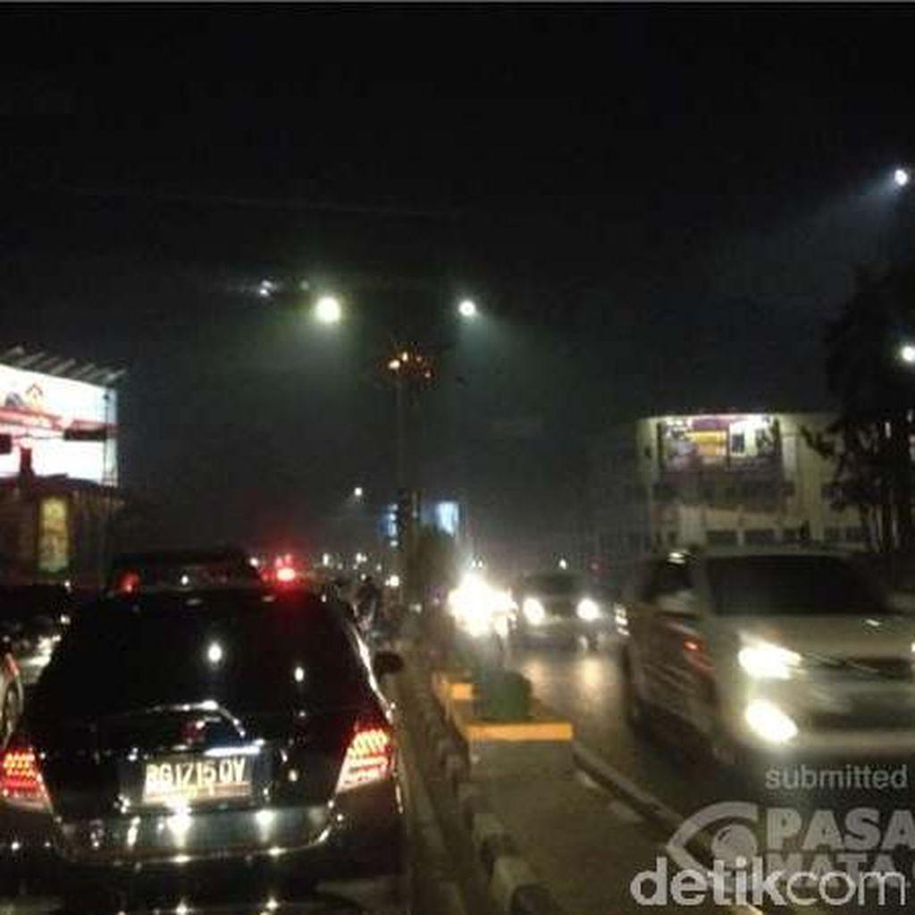 Pedihnya Mata Terkena Debu Akibat Kebakaran Lahan di Palembang