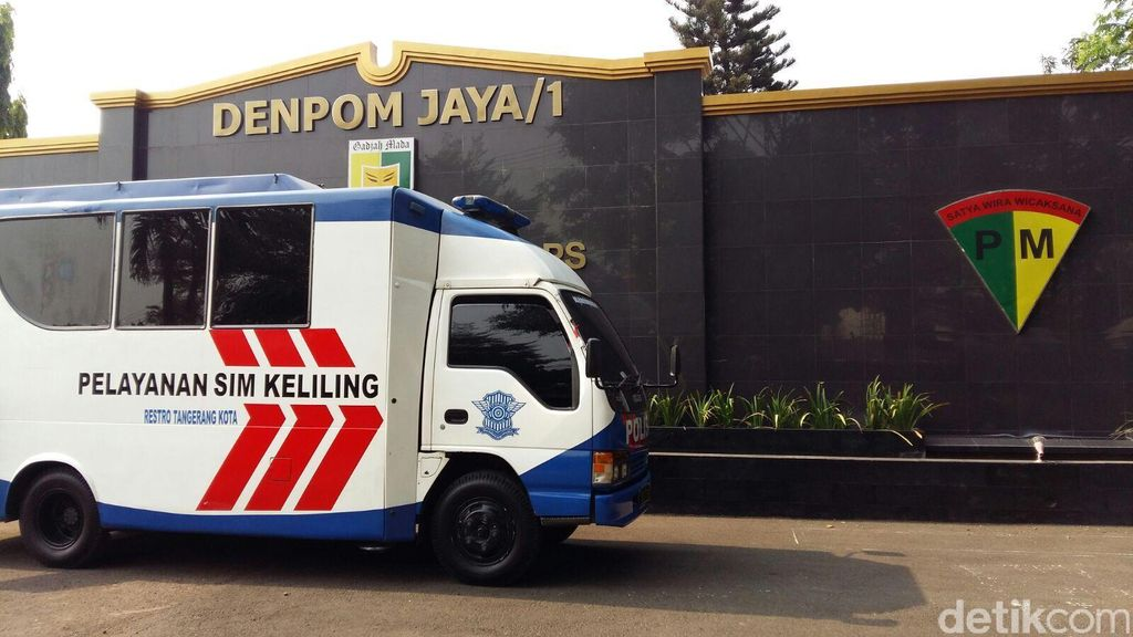 TNI dan Warga Tangerang Serbu SIM Keliling di Denpom Jaya