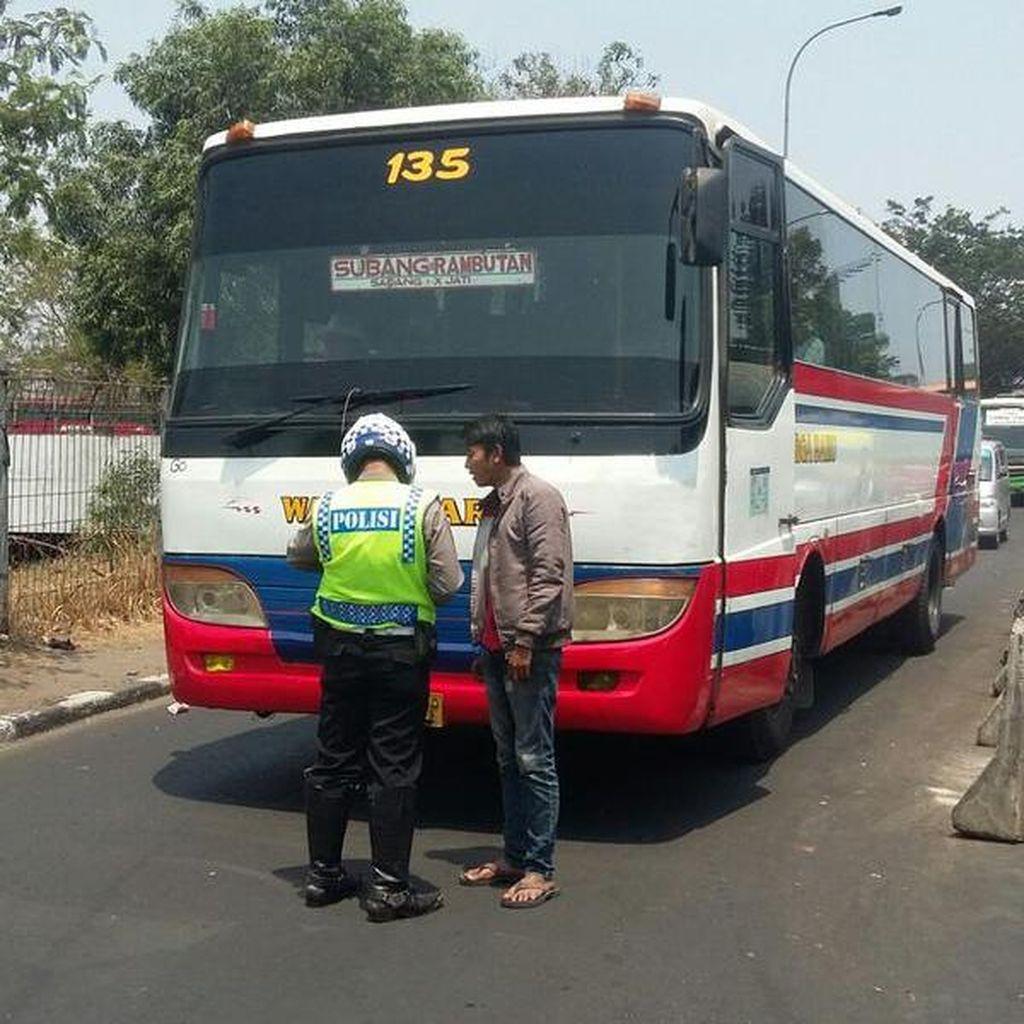Bus yang Ngetem di Putaran Pasar Rebo Akhirnya Ditilang
