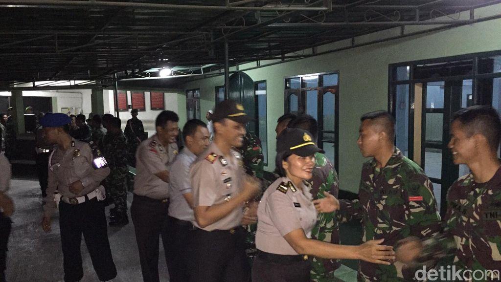 Salam Kompak! Begini Akrabnya TNI-Polri di HUT ke-70 TNI