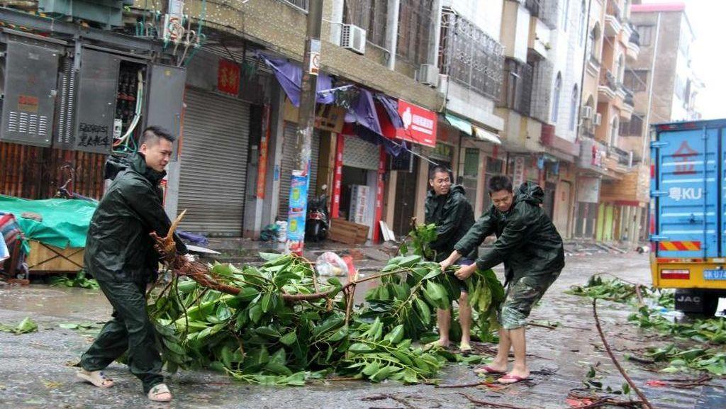 Topan Mujigae Hantam Pesisir Selatan China, 4 Orang Tewas