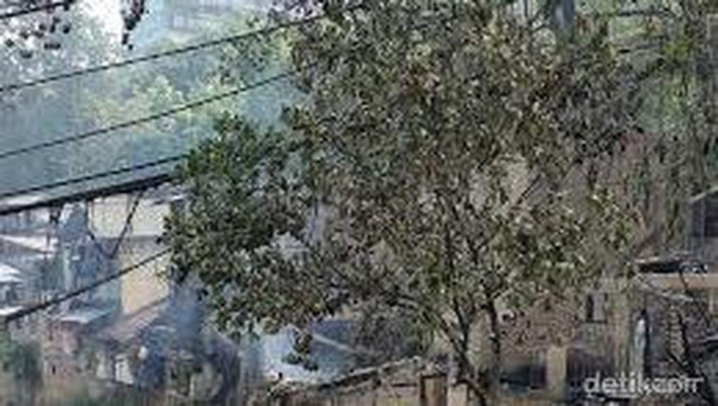 Asap Masih Mengepul di Lokasi Kebakaran Tamansari