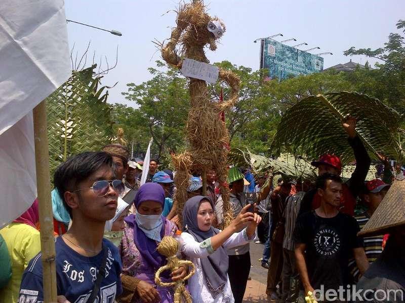 Tak Ingin Ada Salim Kancil di Jateng, Ratusan Petani Demo di Kejaksaan