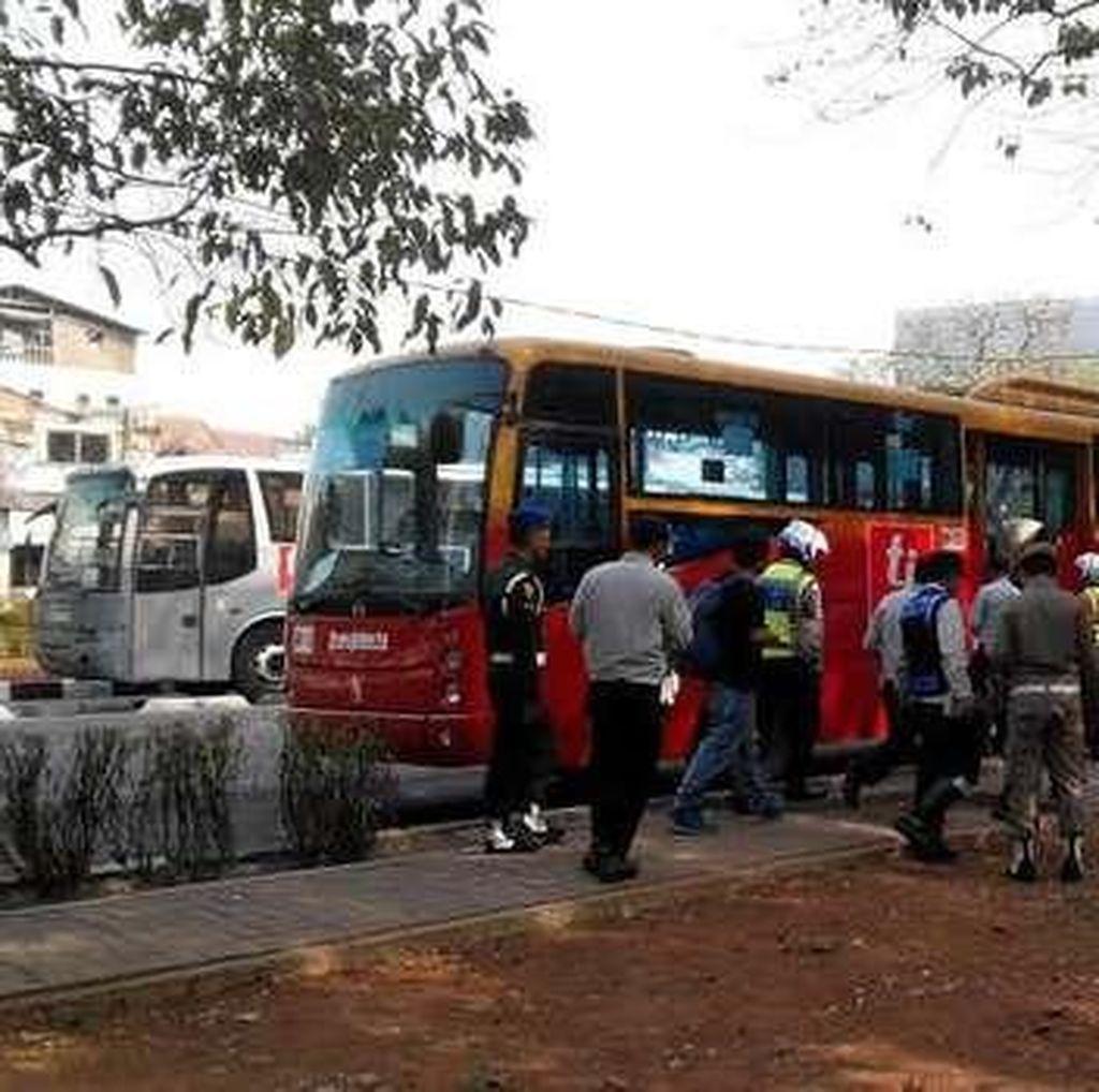 Dirut TransJ Dukung Polisi Tilang Busnya yang Parkir Sembarangan