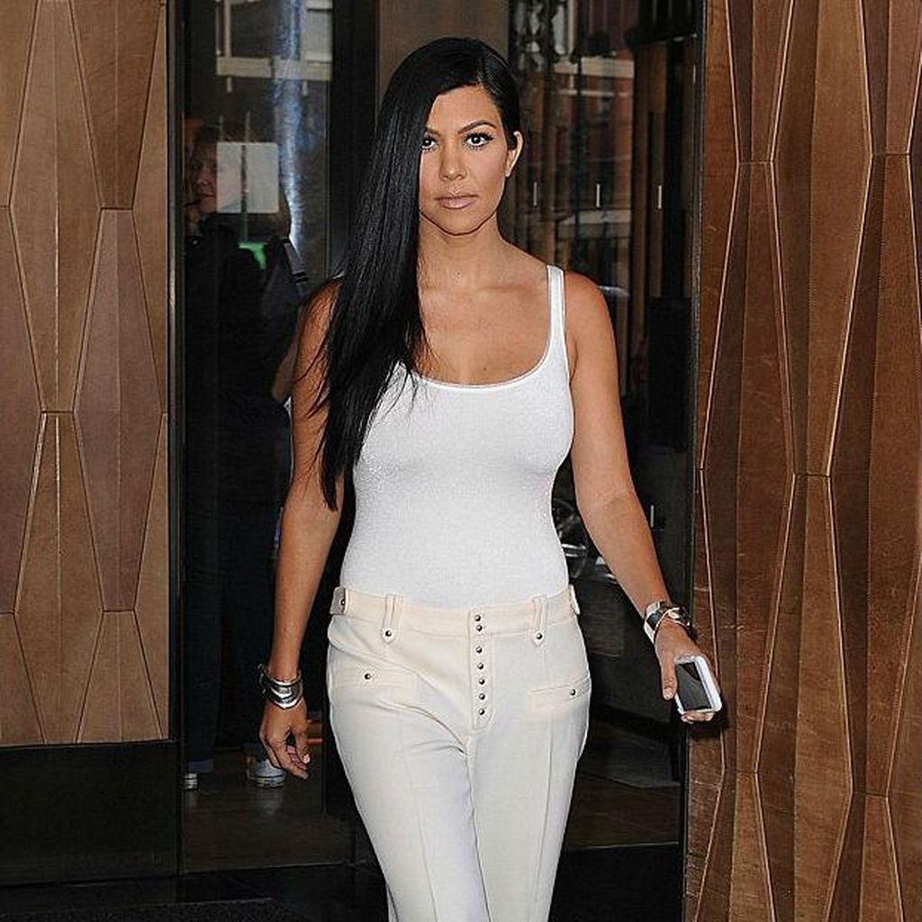 Kourtney Kardashian Foto Tanpa Busana untuk Seni