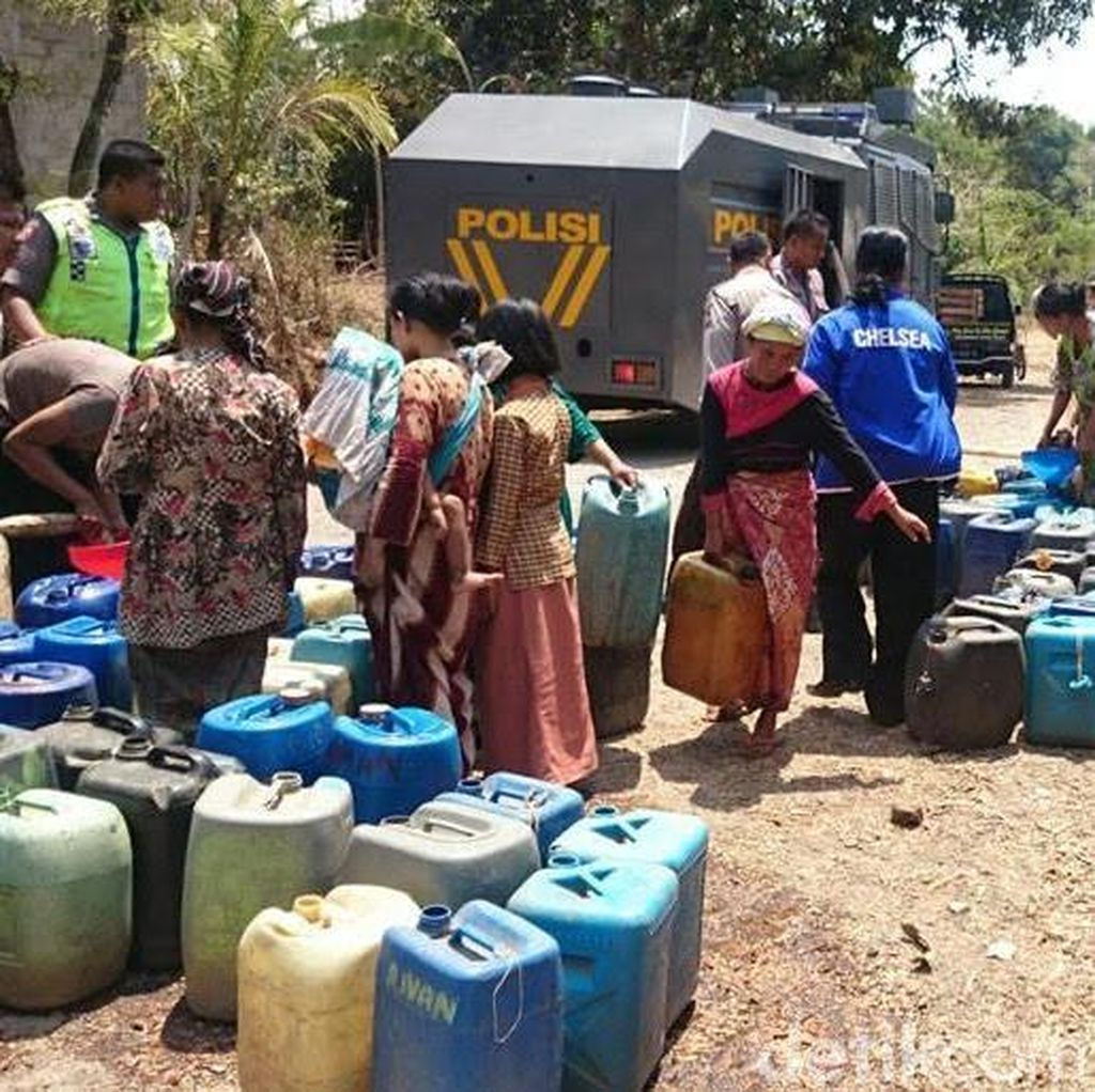 Polisi Terjunkan Water Cannon untuk Suplai Air Bersih