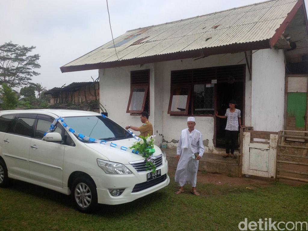 Rumah Butut Marwan dan Hadiah Mobil karena Rajin Salat