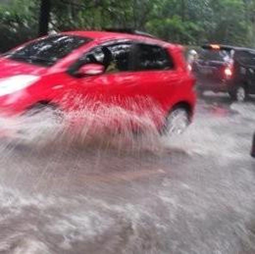Cegah Banjir, Ridwan Kamil Tantang Doktor di Indonesia Bikin Beton Peresap Air