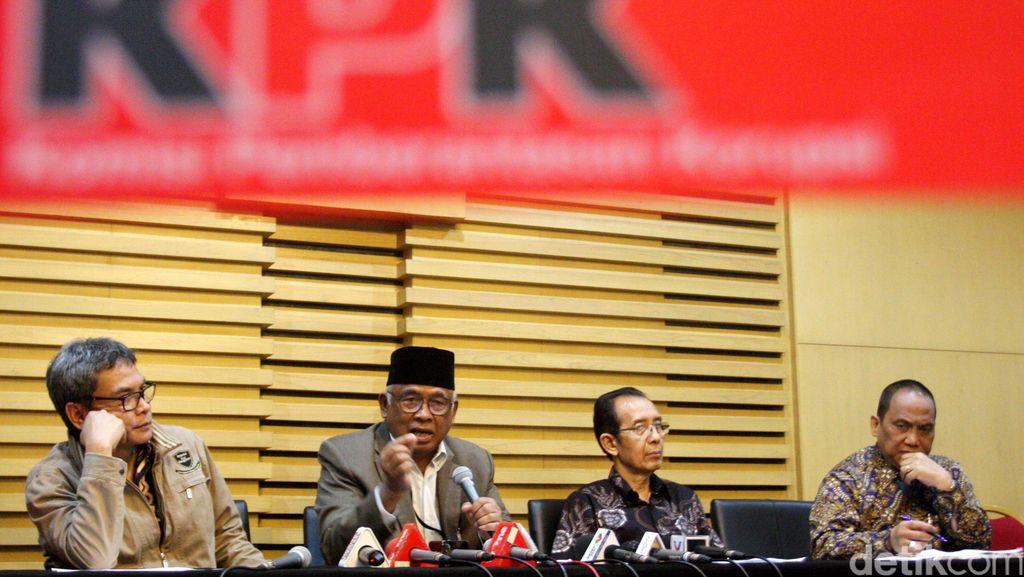 Setahun Pemerintahan Jokowi KPK Jadi Paling Terpercaya, DPR Sebaliknya