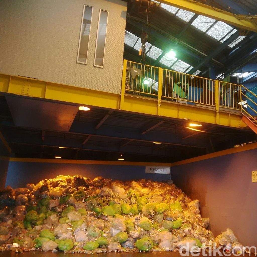 Begini Bentuk Pemilahan Sampah di Jepang yang Diterapkan di Surabaya