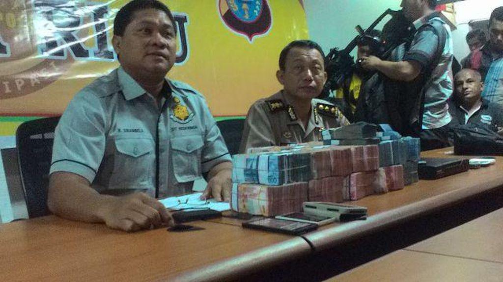 Polisi Bekuk Perampok Bank yang Gondol Rp 1,5 M di Tengah Kabut Asap