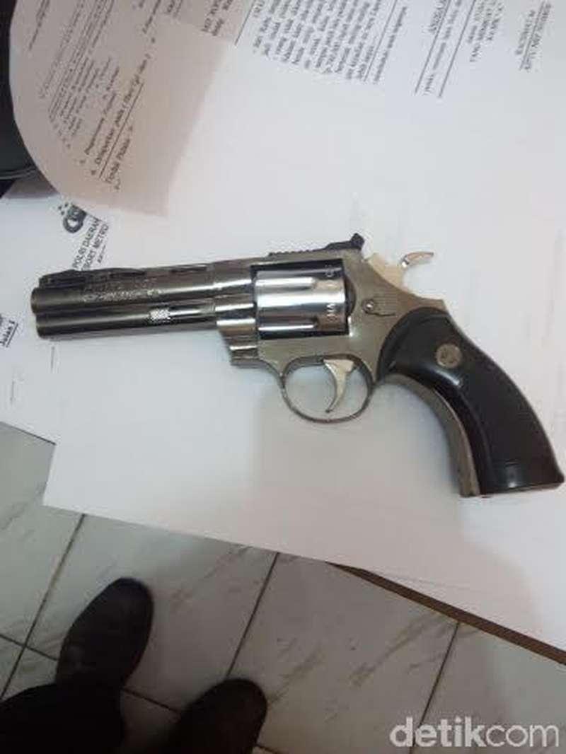 Bersenjatakan Pistol Palsu, Usman Rampok Uang di Klinik Kecantikan