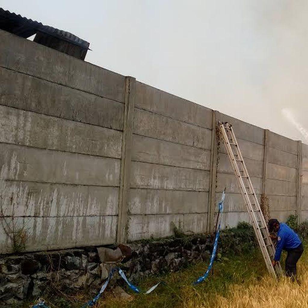 Mess Pekerja Proyek Mall di Kota Mojokerto Terbakar, 3 Motor Terbakar