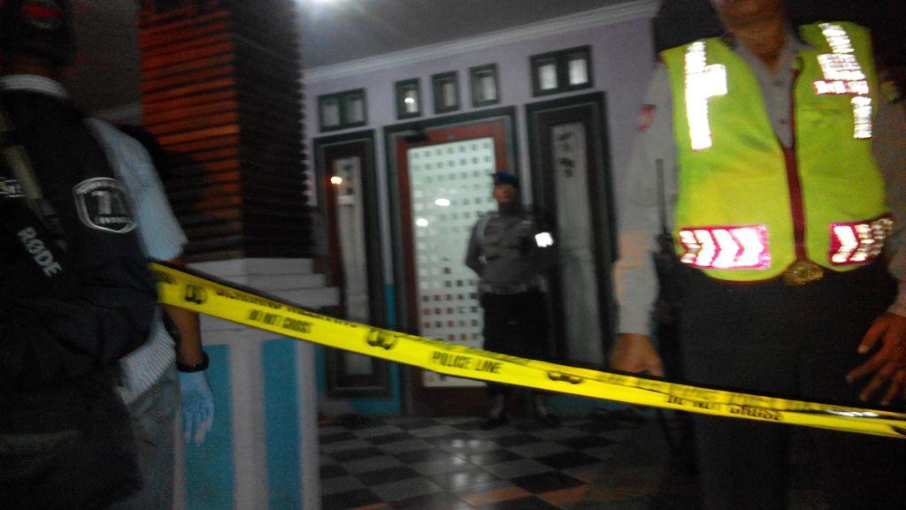 Kapolda Metro Sambangi Lokasi Pembunuhan Ibu dan Anak di Cakung