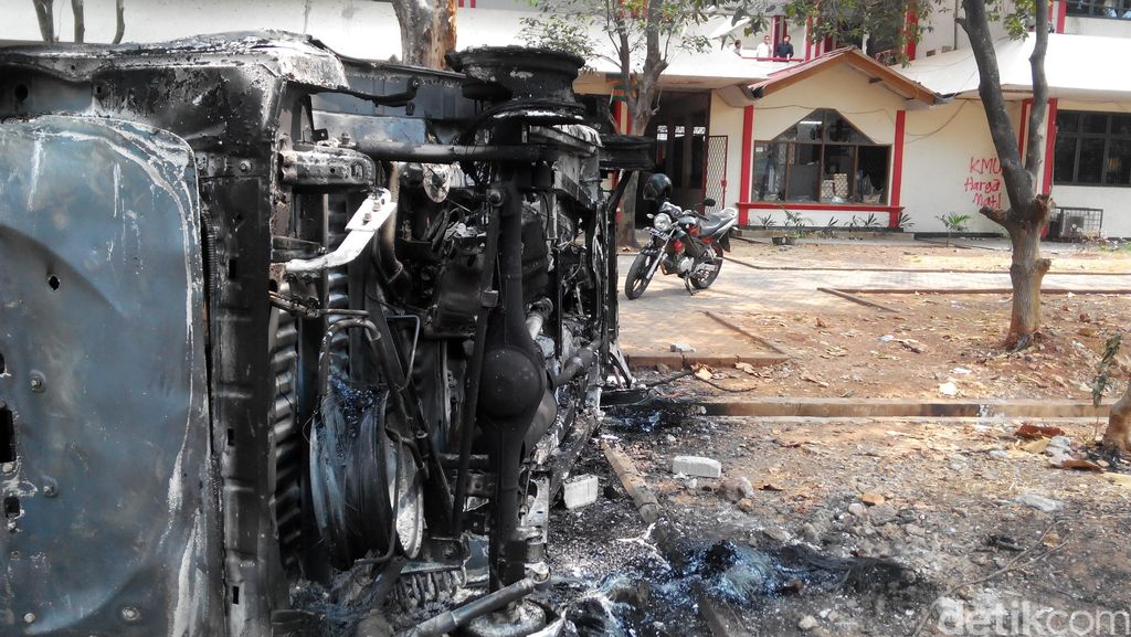 Ini 2 Mobil Mahasiwa yang Dibakar dalam Tawuran di Universitas Pancasila