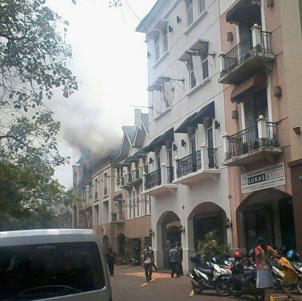 Sebuah Kantor di Plaza 3 Pondok Indah Terbakar