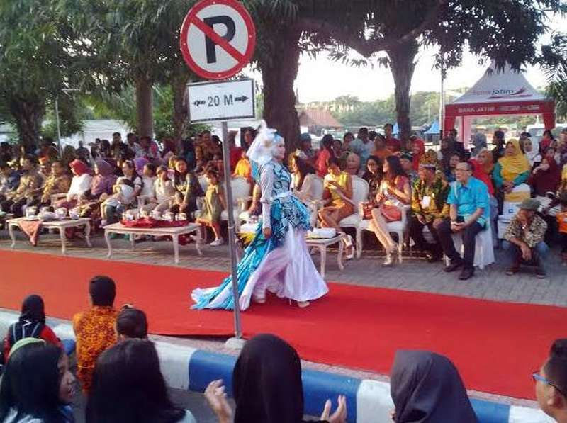 Fashion on Pedestrian, Cara Banyuwangi Kenalkan Batik