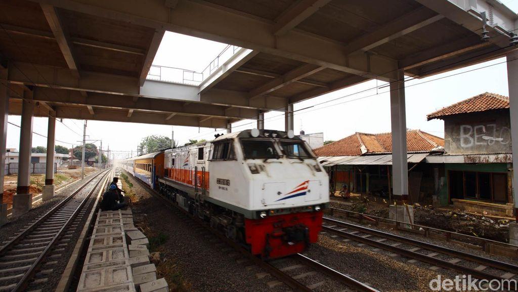Generator Rusak, Kereta Tegal Tujuan Gambir Sempat Mogok di Jatibarang