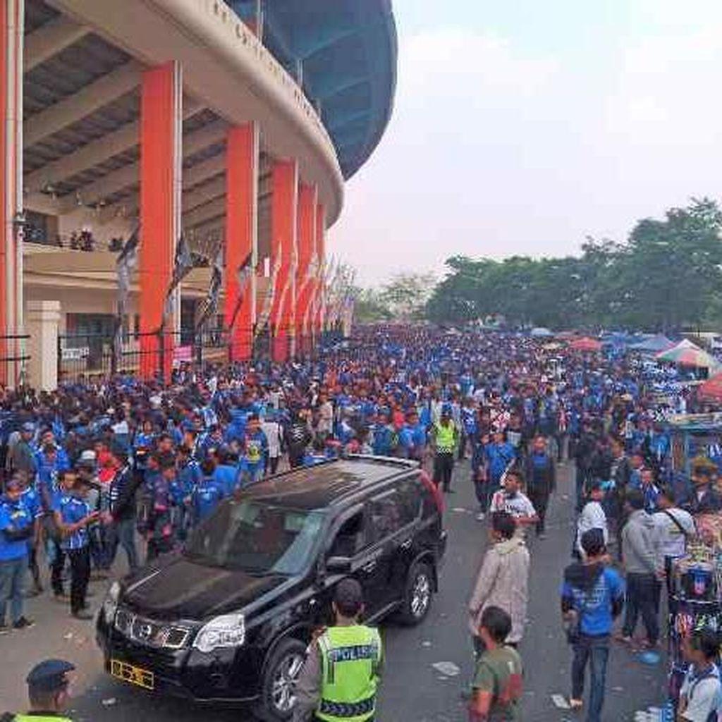 Setelah Rebutan Tiket, Begini Penampakan Ribuan Bobotoh Persib Tertib ke Stadion