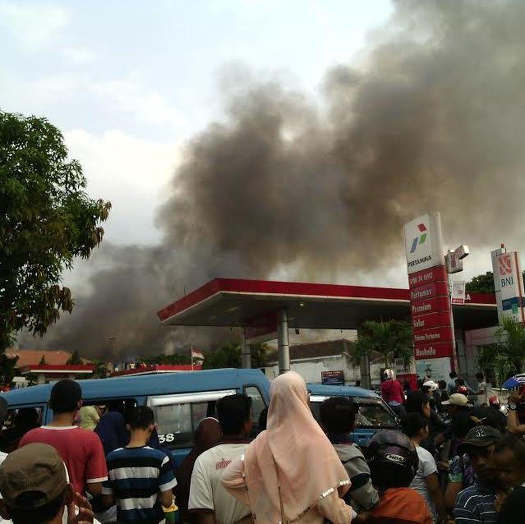 Belum Padam, Api Menjalar ke Kantor Pabrik Pengolahan Kayu di Gunung Putri