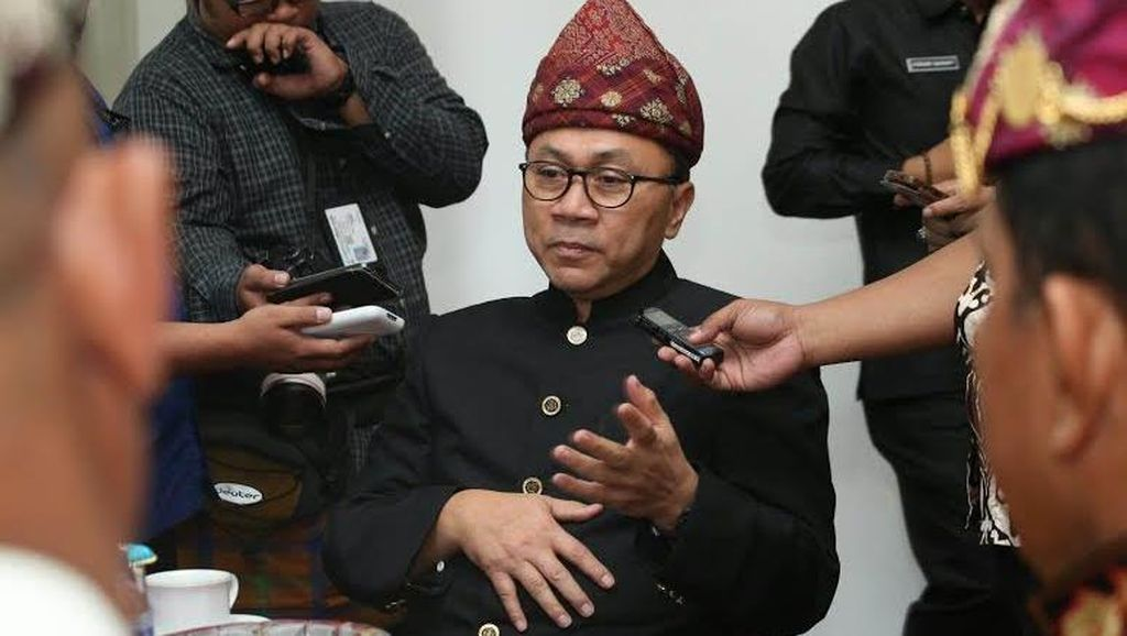 Ketua MPR Hadiri Pawai Budaya Adat Lampung Barat