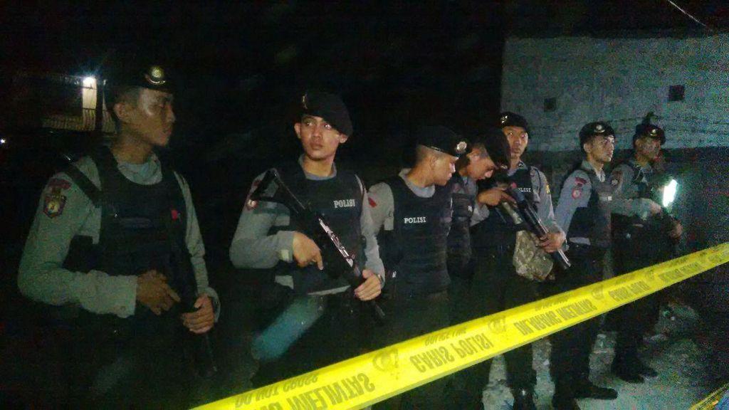 Olah TKP, Puluhan Polisi Bersenjata Lengkap Berjaga di Sekitar Bedeng Agus